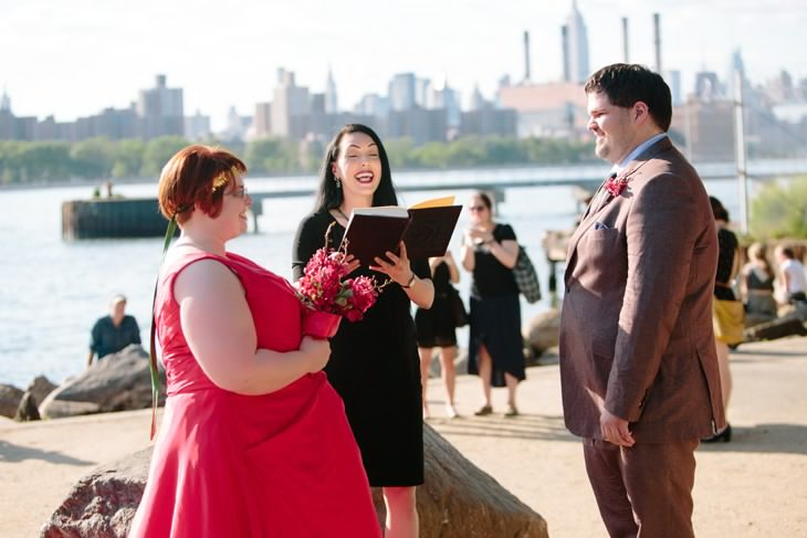 nyc-wedding-photographer-grand-ferry-park-williamsburg-offbeat-013.jpg