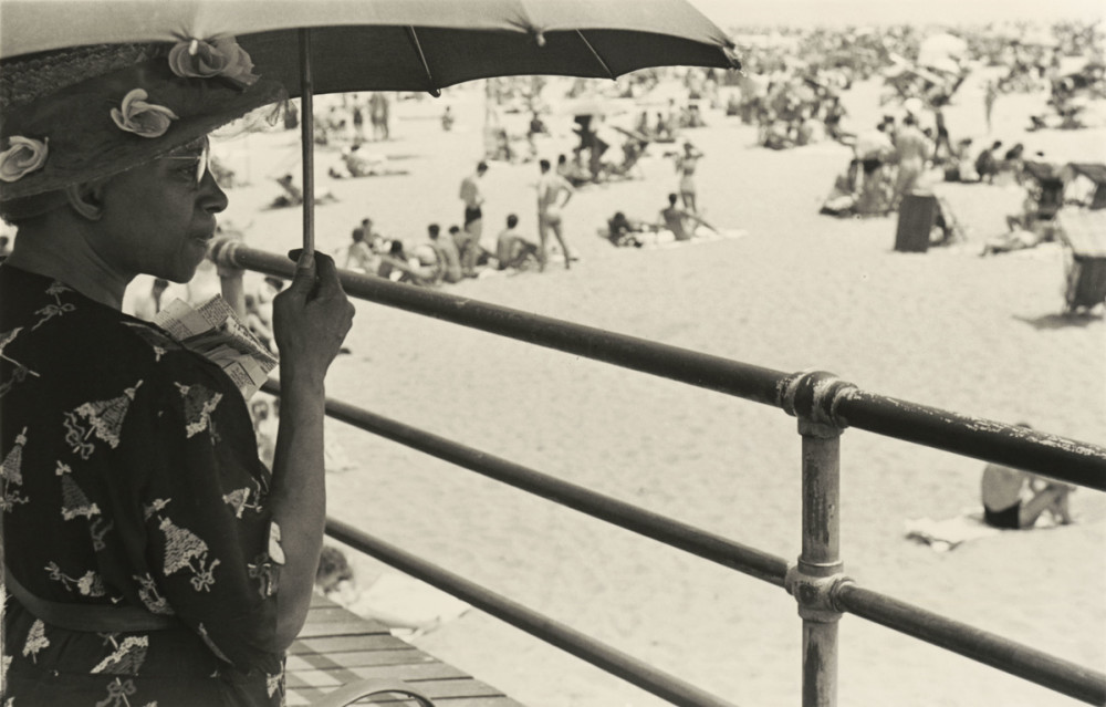 Homer Page (American, 1918–1985). Coney Island, July 30, 1949. Gelatin silver print, 11 x 14 in. (27.9 x 35.6 cm). The Nelson-Atkins Museum of Art, Kansas City, Missouri; Gift of the Hall Family Foundation, 2008.47.6. ©Homer Page. Photo: John Lamberton