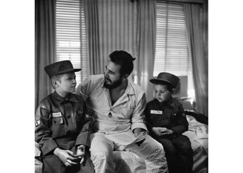 Alberto Korda_Fidel Castro with American children Jack and Jeff, whose surname is also Castro, Washington. Saturday, April 18, 1959