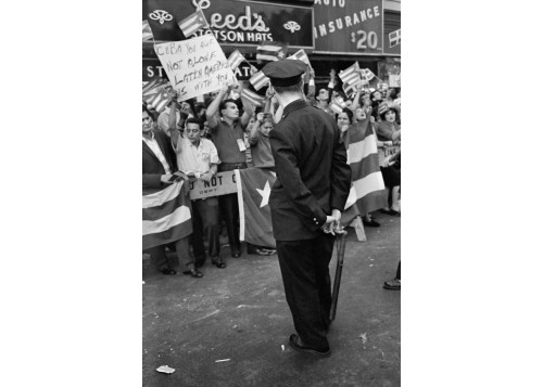 Alberto Korda_Pro-Cuba demonstrators in Harlem, New York. September 1960