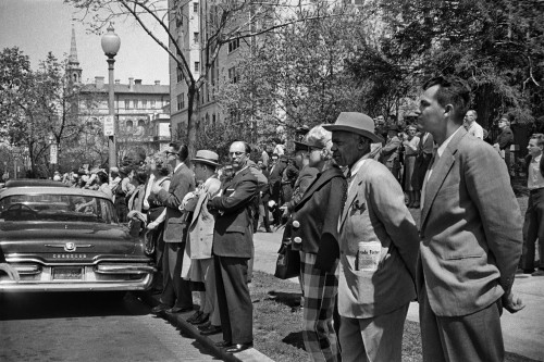 Alberto Korda_Waiting to see Fidel Castro in front of the Cuban Embassy, Washington. Friday, April 17, 1959