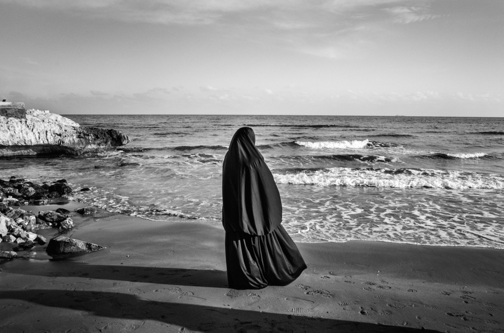 Syrian woman looks at the sea in Kizkalesi, 60 Km west of Mersin, Turkey, while hoping to be embarked soon on a ship headed to Europe, January 29, 2015. Many refugees fled from the Syrian conflict wait in hotels along the Turkish coast near Mersin for the smugglers to call them and embark them clandestinely towards Europe.
