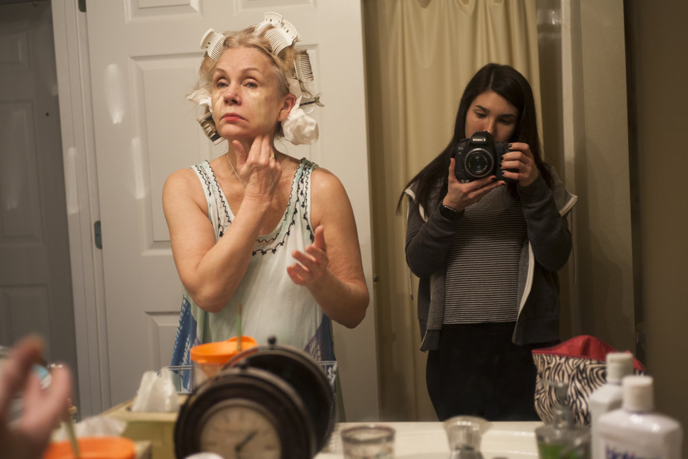 ©Melissa Spitz, Mom Doing Her Make-up, 2016