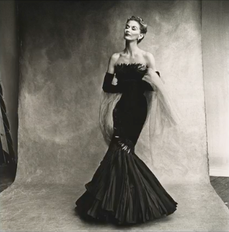 A preview of the exhibition Irving Penn: Centennial . Image courtesy of The Met Fifth Avenue and the Irving Penn Foundation.