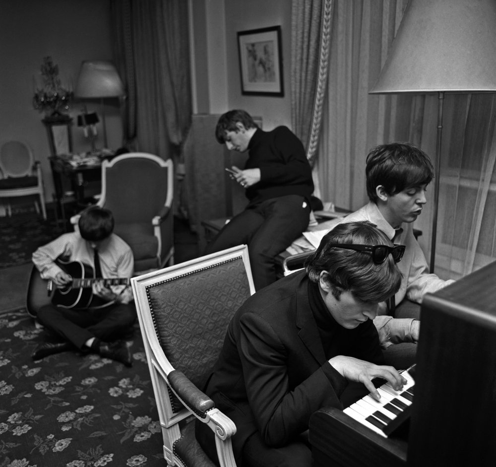 Harry Benson, Beatles Composing, Paris, 1964 © Harry Benson