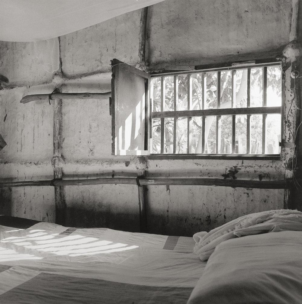 Cama y ventana, Tolu, Columbia, 1992 © Lucana