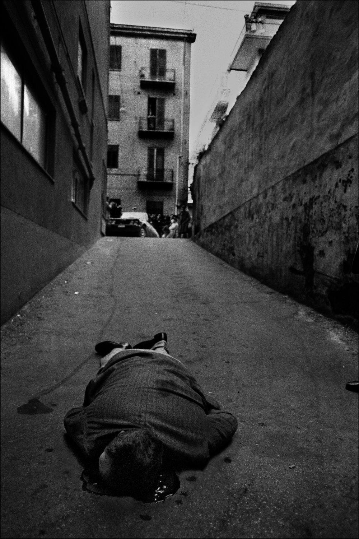 Letizia Battaglia,  Ucciso mentre andava in garage , 1976.