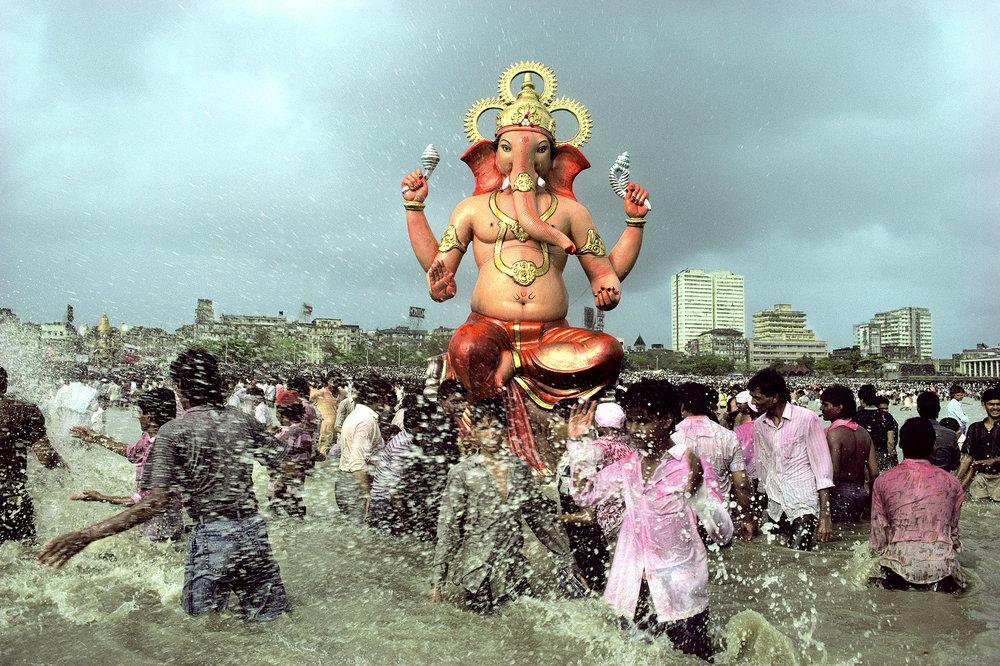 Ram Rahman,  Ganapati Immersion, Chowpatty, Bombay, Maharashtra , 989.