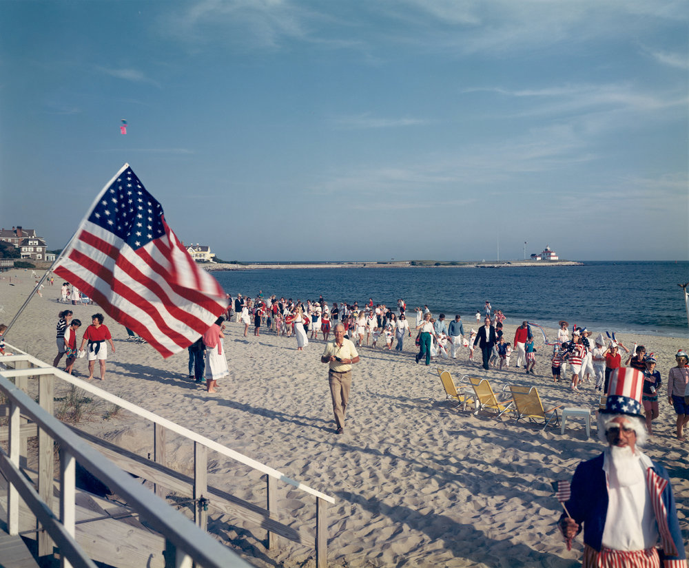 "Tina Barney, ""4th of July on Beach,"" 1989. Courtesy Paul Kasmin Gallery © Tina Barney"