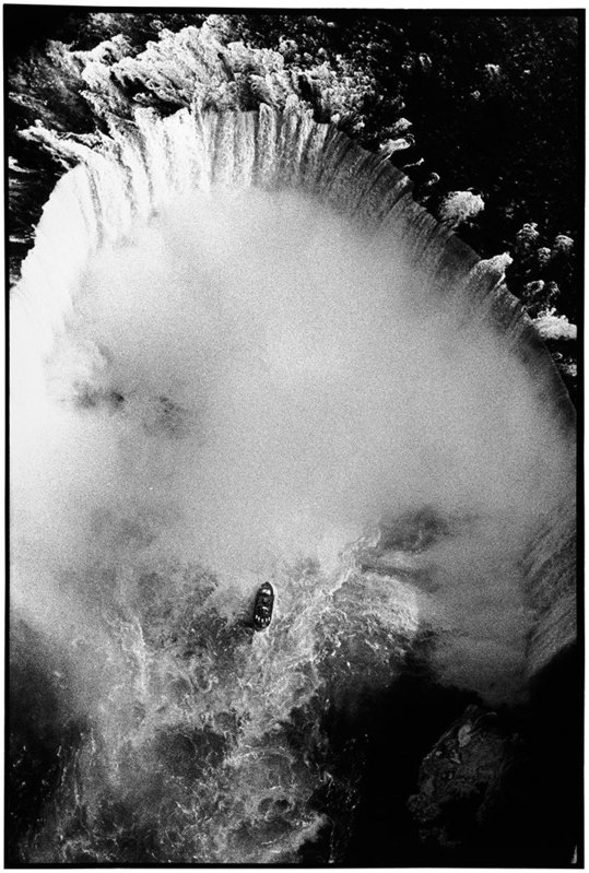 Zoe Leonard,  Niagara Falls no.4 , 1986/1991.Gelatin silver print, 41 7/8 × 29 1/4 in. (106.36 × 74.3 cm). Collection of the artist; courtesy Galerie Gisela Capitain, Cologne, and Hauser & Wirth, New York
