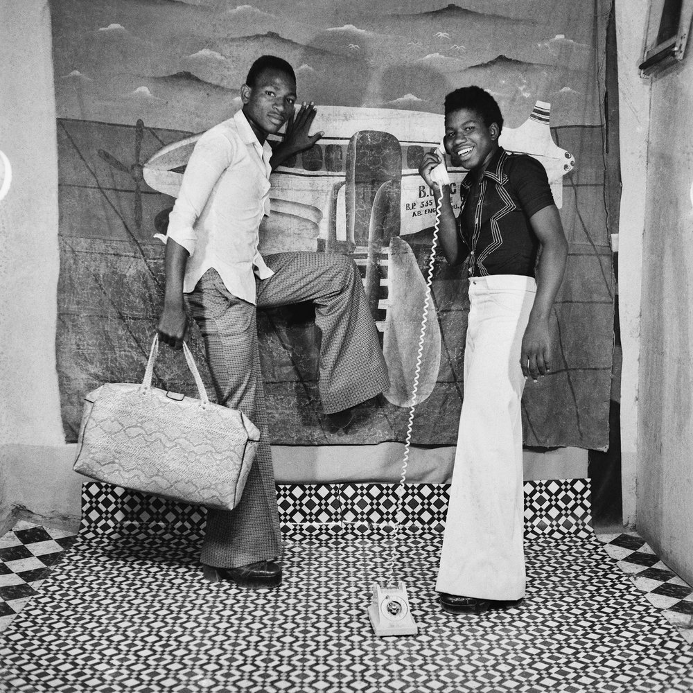 Allo, on arrive !, 1978  © Sanlé Sory, Courtesy Yossi Milo Gallery, New York
