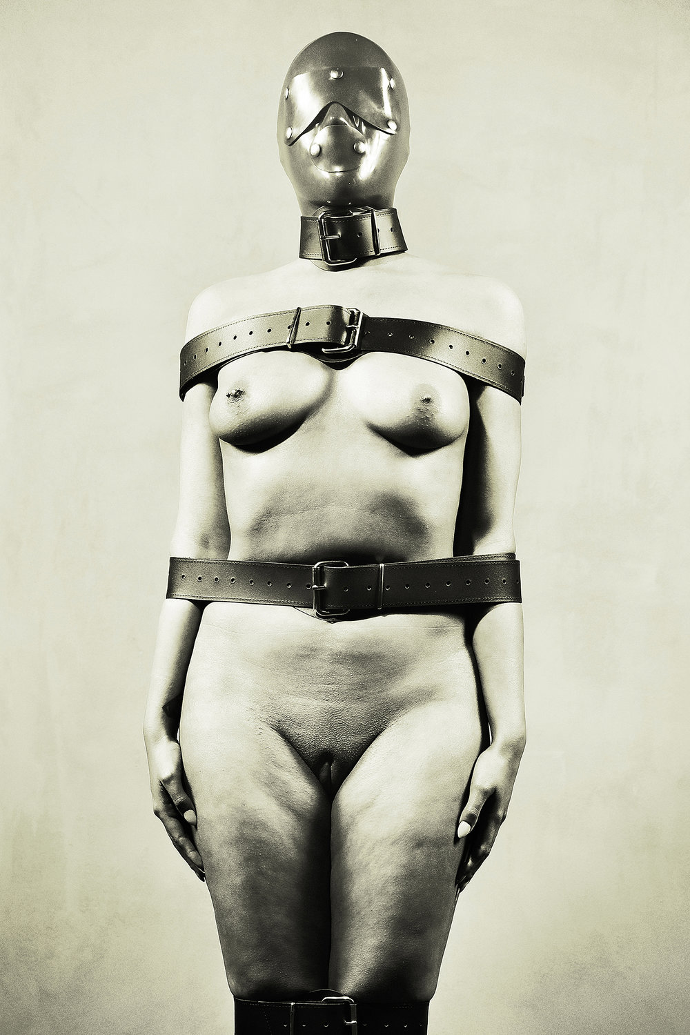 Silent-Nude Woman in Bdsm Fetish Style . Photographer: ©William Langeveld – Netherlands