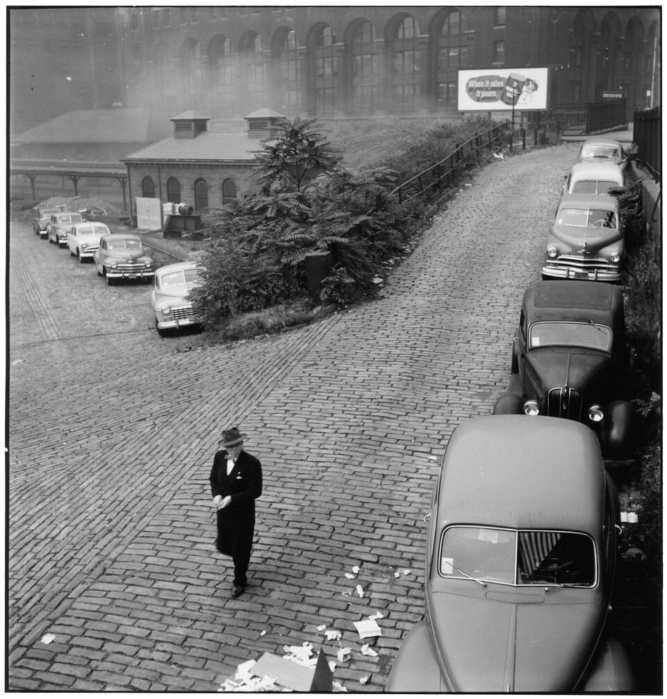 Elliott Erwitt,Section around Tenth Street Bridge across Monongahela River, Pittsburgh, PA, 1950. © Elliott Erwitt/Magnum Photos, Courtesy of Carnegie Library of Pittsburgh