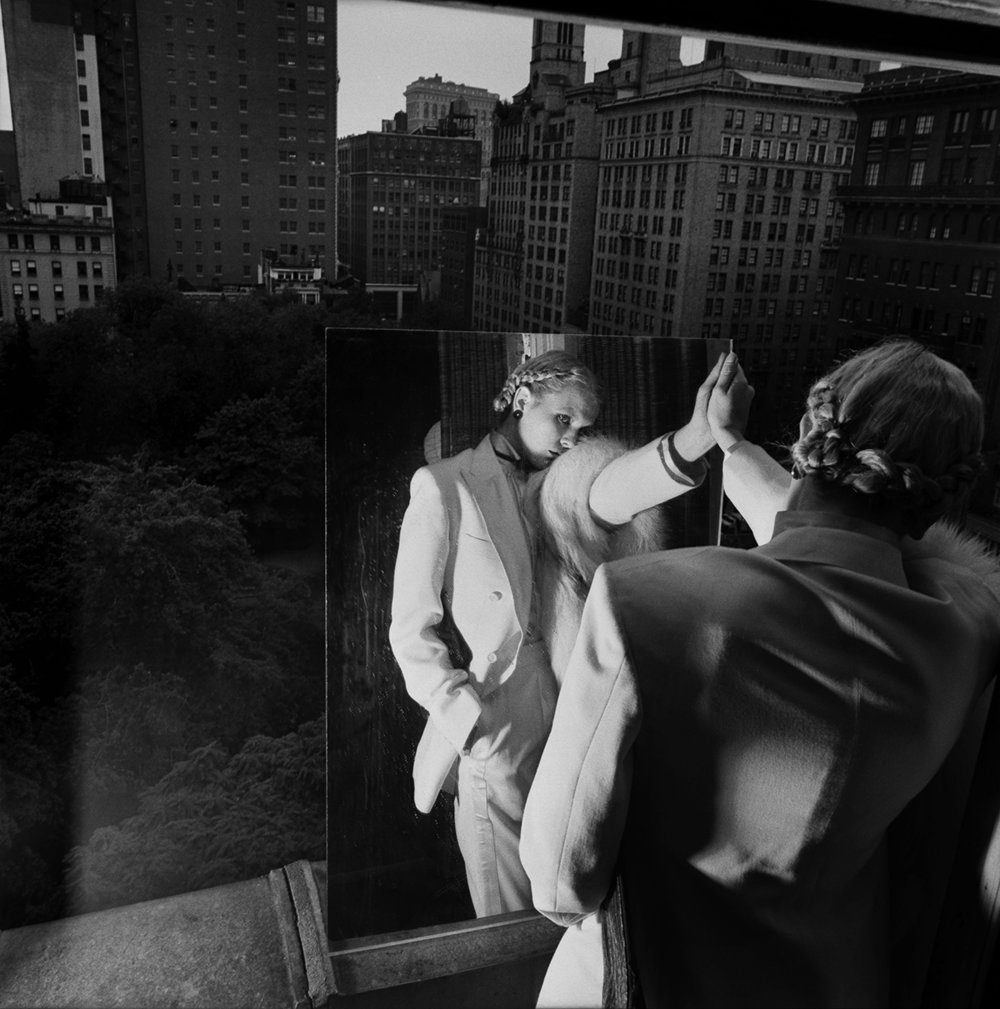 Gramercy Park Balcony 1978 © Jean Pagliuso; Courtesy of the artist and Mary Ryan Gallery, New York.