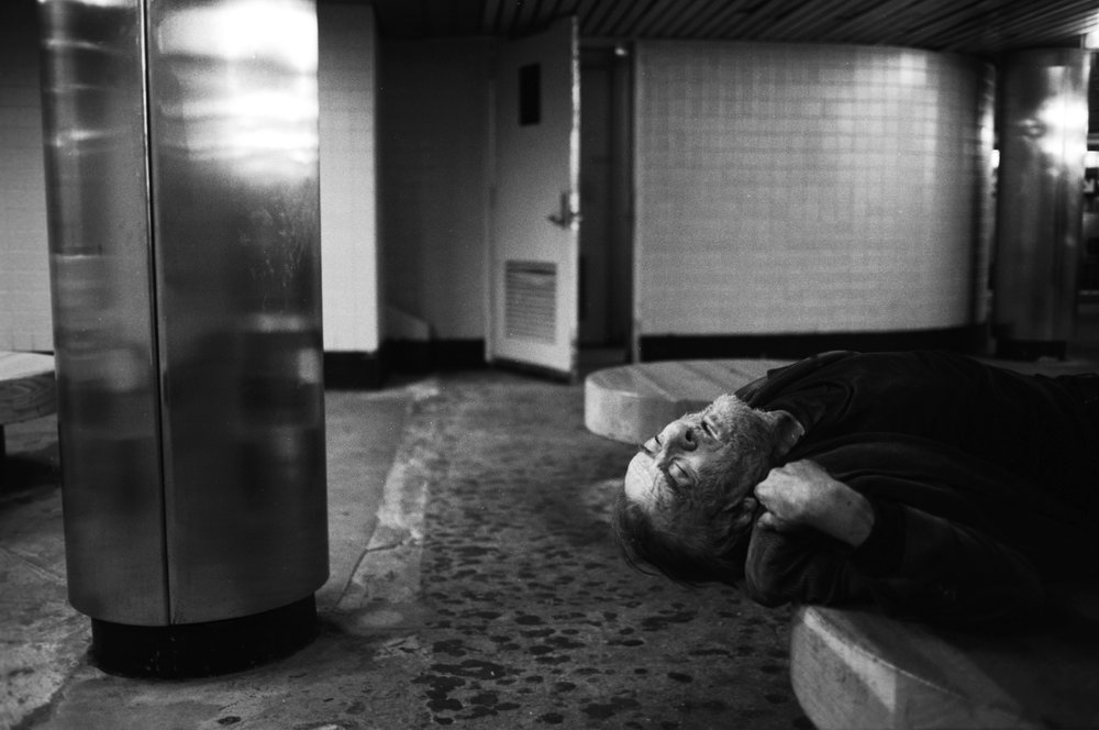 New York's Lucifer © Tomeu Coll  Homeless sleeping in the subway. Franklin Station. NY 2006