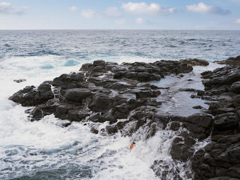 © Lucas Foglia (Wang Ying Ocean Swimming, Hawaii 2016)