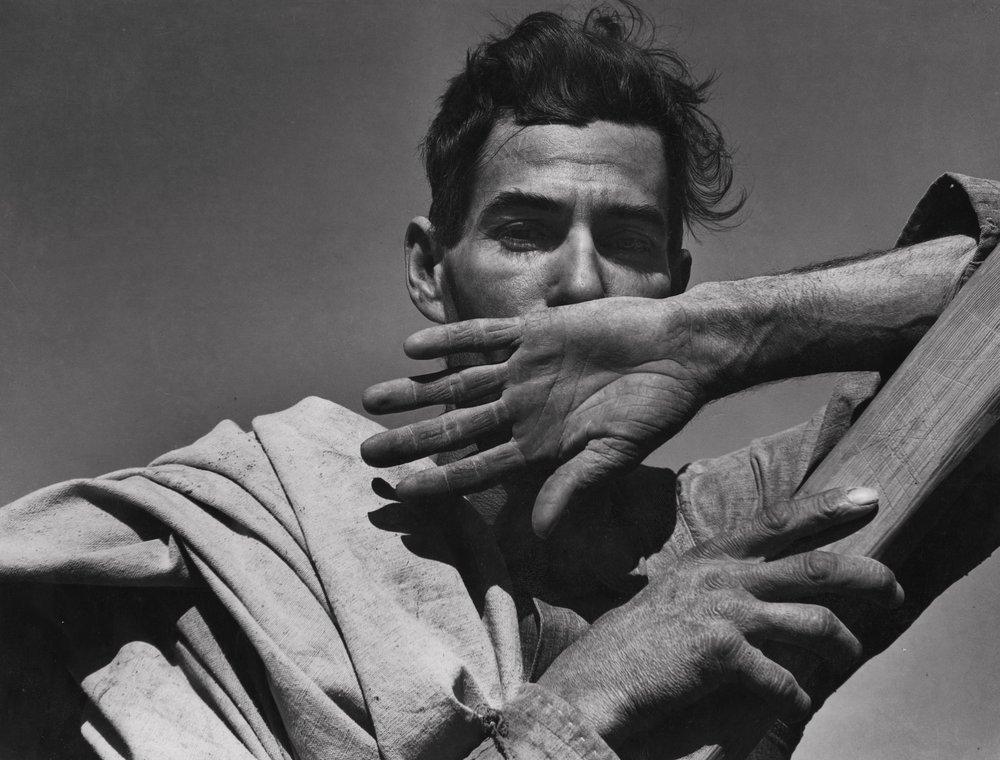 Migratory Cotton Picker, Eloy, Arizona, 1940, the Oakland Museum of California. ©Dorothea Lange