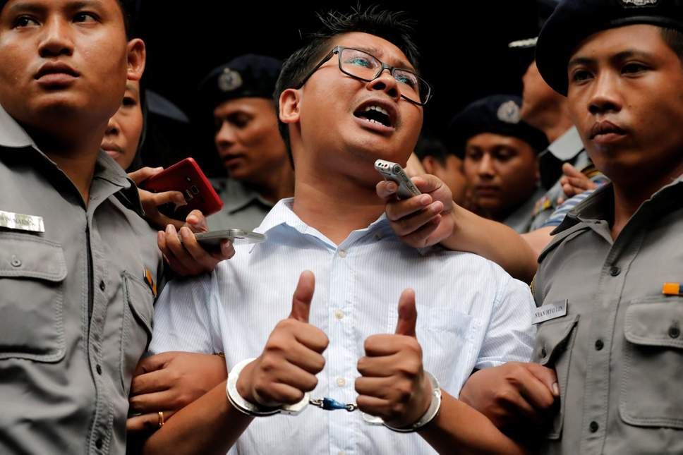 Wa Lone, one of the two arrested journalists, speaks to reporters in handcuffs  © Reuters