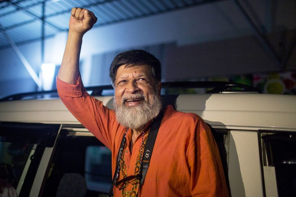 Shahidul Alam reacts as he is released from Dhaka Central Jail. ©Suman Paul/AFP/Getty Images. Image courtesy of Getty Images and Artnet News