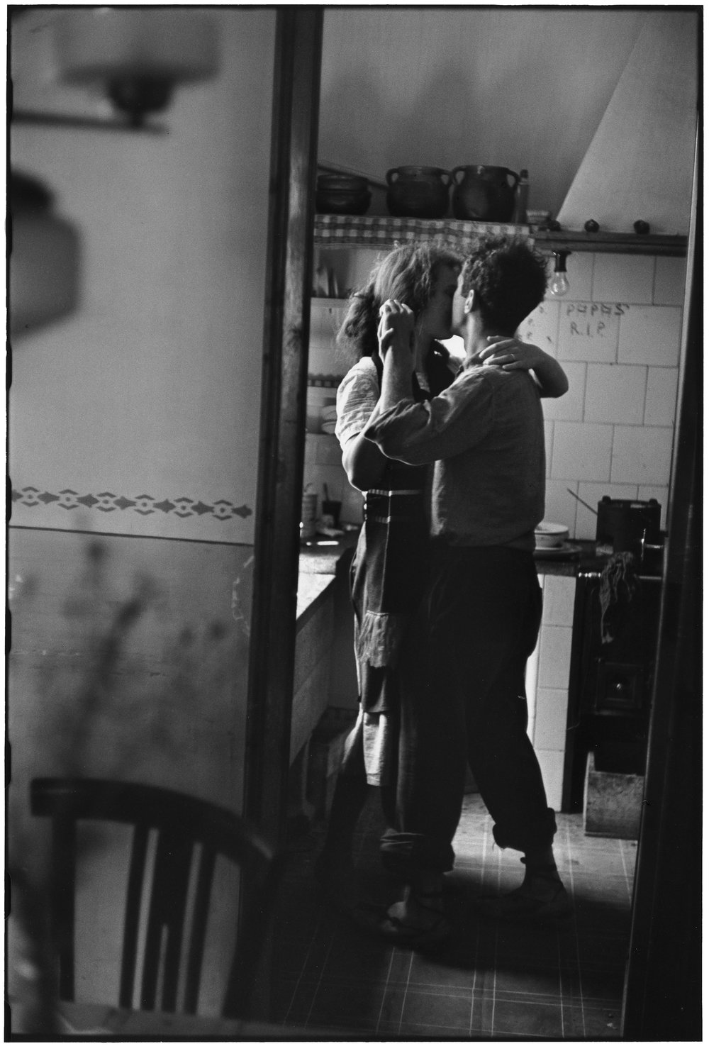Elliot Erwitt,  Valencia, Spain,  1952. Gelatin silver print, 20 x 24 inches. Courtesy of Weinstein Hammons Gallery, Minneapolis.