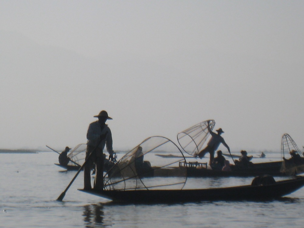 DISCOVER THE UNIQUE INLE LAKE