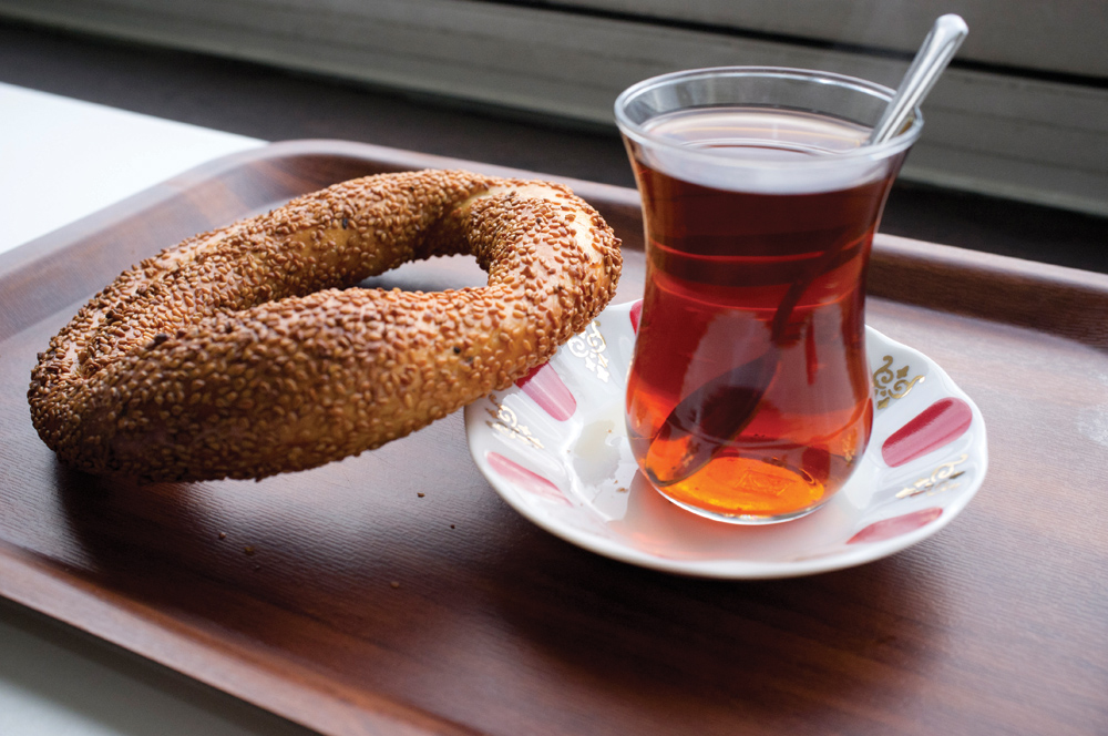 SIMIT AND TEA (PHOTO COURTESY OF TOURISTINTURKEY.COM)