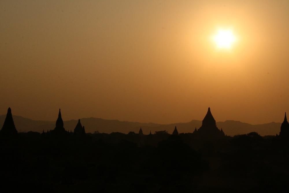 THE SUNSET IN BAGAN, MYANMAR