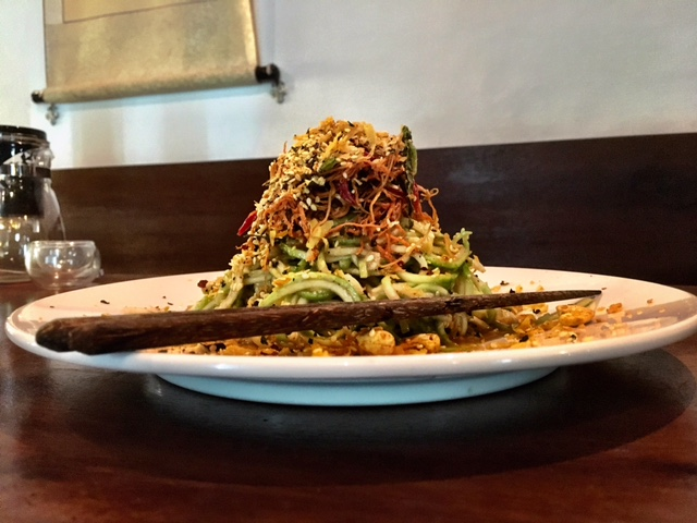 THIS RAW VEGAN PAD THAI IS ONE OF THE BEST NOODLE DISHES I'VE EVER EATEN