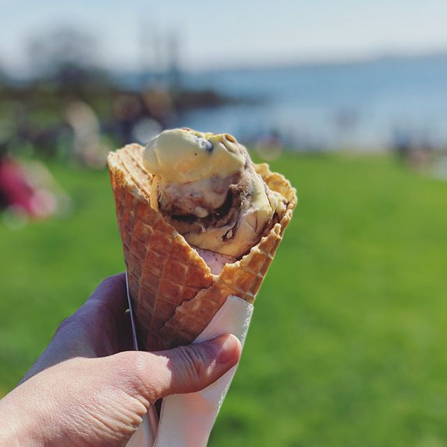 This is how we feel about ice cream  🍦 and Norway!! SWIPE right 👉 . . . #icecreamlunch #afternoonsnack #travelnorway #traveleats #eatwhatyoulove #allthedairy #icecreamobsessed #allfoodsfit #allfoodisgoodfood #registereddietitian #intuitiveeating #whatdietitianseat