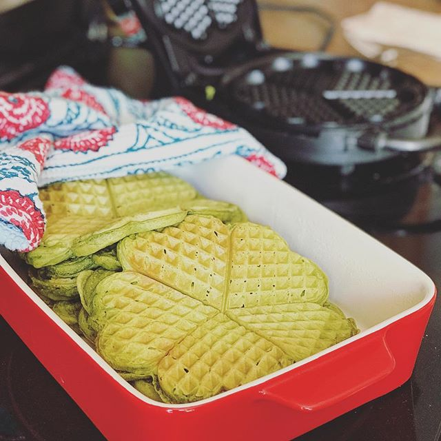 Weekends are for slow mornings that include WAFFLES. ❤️ Specifically, MATCHA waffles at our house yesterday. Made from green tea leaves, matcha gives these fluffy guys their green colour, and adds flavour (I prefer paired with vanilla), caffeine, and antioxidants 💚 . . . . #breakfasttime #breakfastideas #matchapowder #matchagreentea #recipetesting #wafflesalldayeveryday #wafflelove #norwegianwaffles #slowmornings #itstheweekend #registereddietitian #holistichealth #nutritionist #eatwhatyoulove #foodieatheart