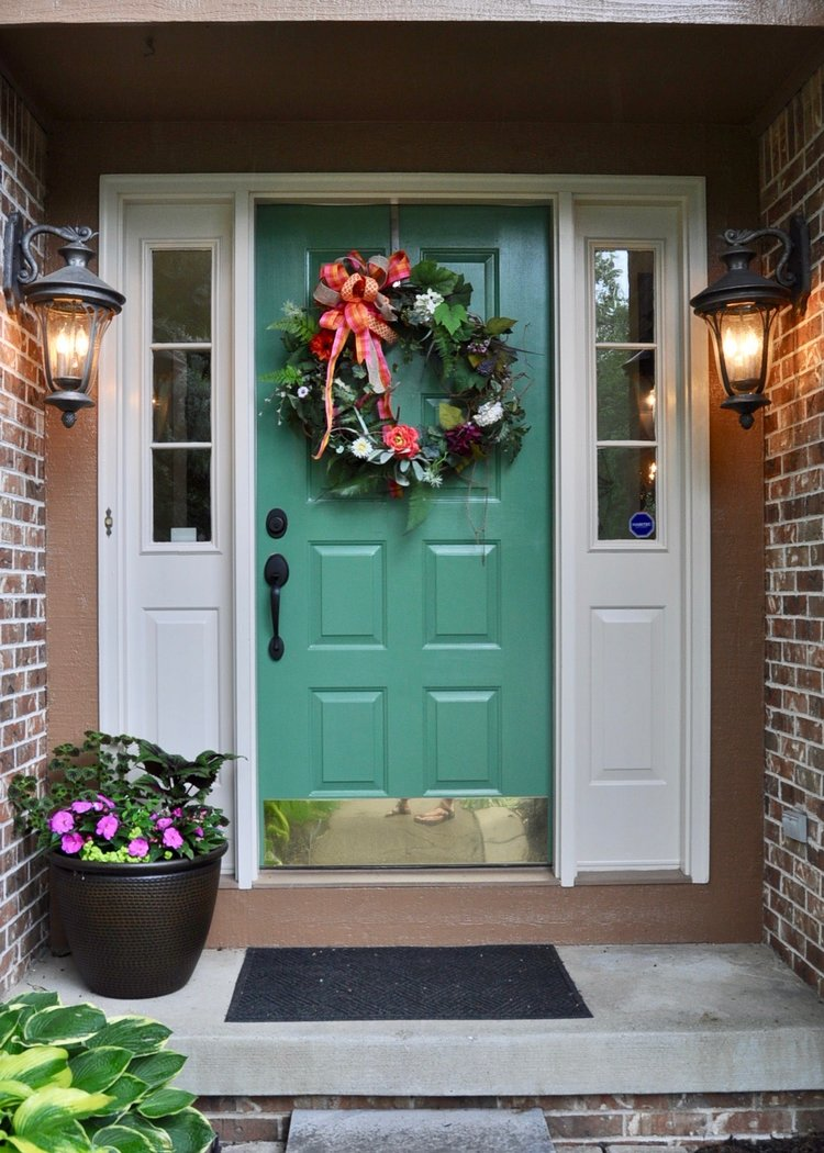Visually appealing front entrance that welcomes all guests