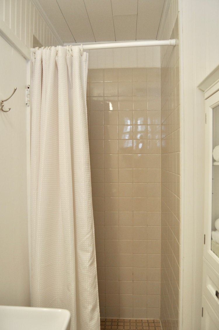 Small shower was decluttered by removing hygiene products