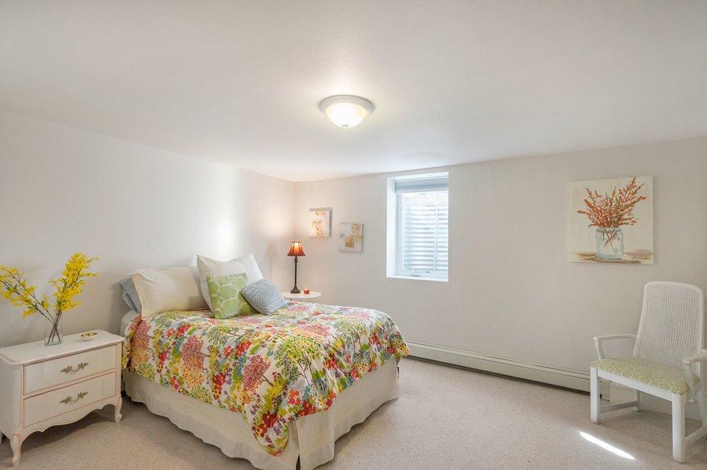 Spacious guest suite bedroom