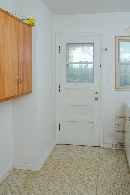 Before the laundry room was dirty and had lots of space with no purpose.