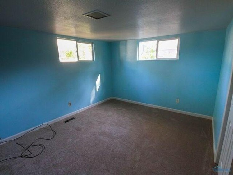 Master bedroom before paint