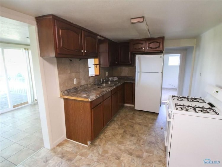 Kitchen before renovations