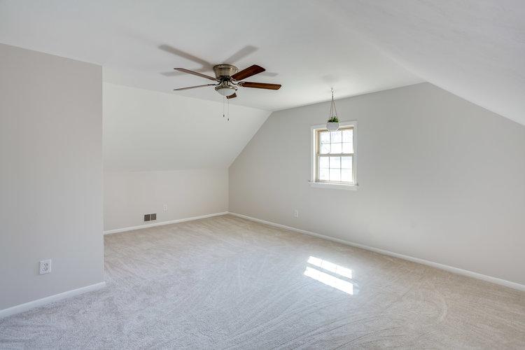 Carpet flooring at Flip 4