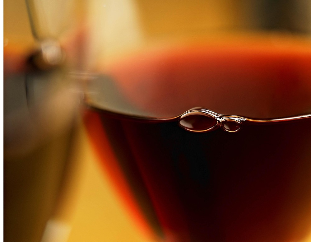 Red wine bubbles