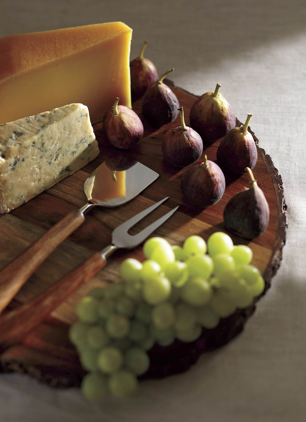 Cheese plate with figs and grapes