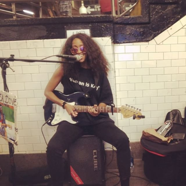 Busking sessions. Jamming on an original song. With @jladydrums. Remember this song @_veeeesecretss? Lool 🎶🎸#reviving old songs. Hope you enjoy💕