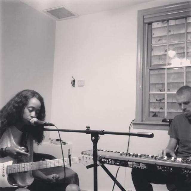 Spontaneous House Jams. Vibin. Impromptu. @nick.cardoni on the keys!! 🎹🎸