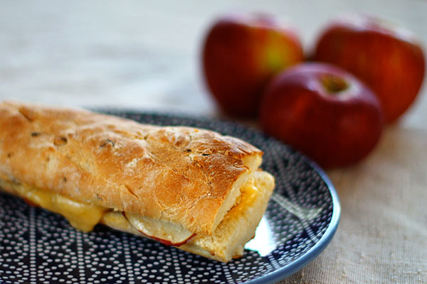 gouda_grilledcheese_apple.jpg
