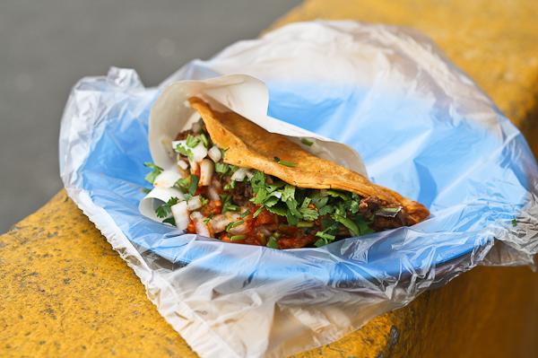 Taco dorado de birria - Tacos Aaron en Tijuana