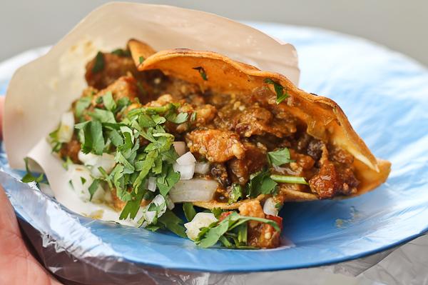 Taco dorado de chicharrón - Tacos Aaron en Tijuana
