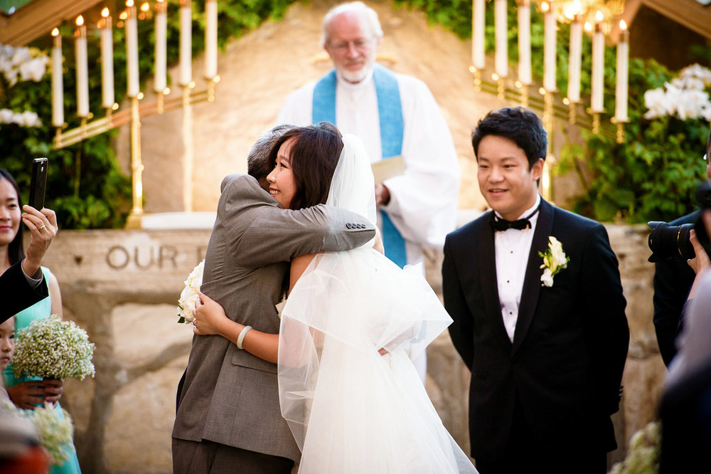 wedding moments at wayfarers chapel