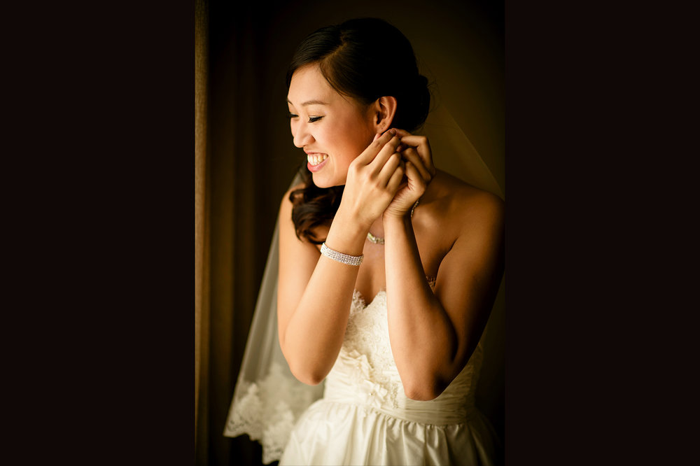 Bride getting ready for the ceremony at stanford memorial church 婚礼