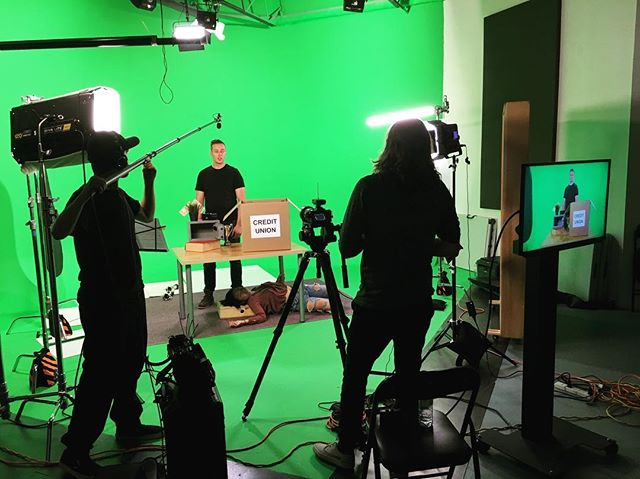 @knowhaumedia are in and doing a commercial for cardboard boxes, money plants, and sleeping girls under tables. #studiolife #greenscreen #commercial #sony #nocontext #actor #kinoflo #toronto