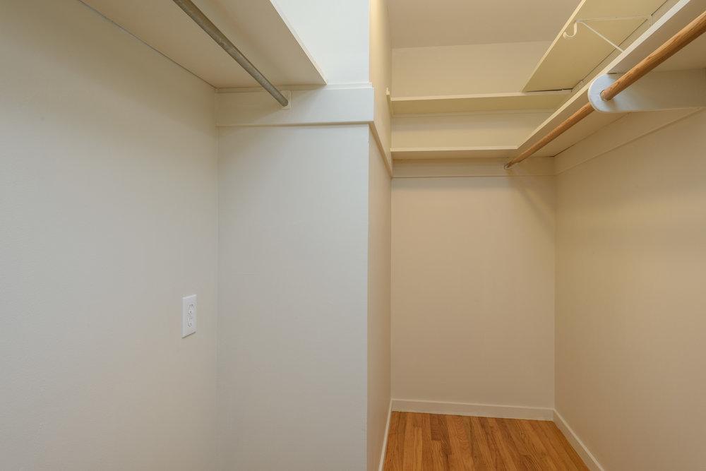 007_Master Bedroom Closet.jpg
