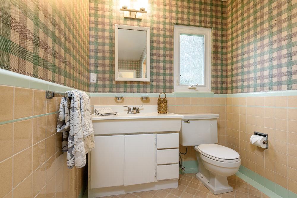 013_Guest Bathroom.jpg