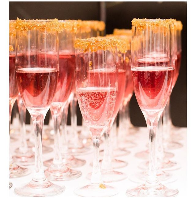 🥂Happy New Years🥂 #nye #celebration #pink #champagne #nycevents #nyceventdesign #happynewyear #nyenyc 💕
